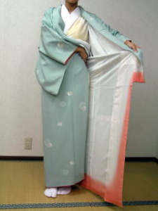 Putting On A Kimono